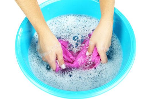 tips mencuci pakaian luntur